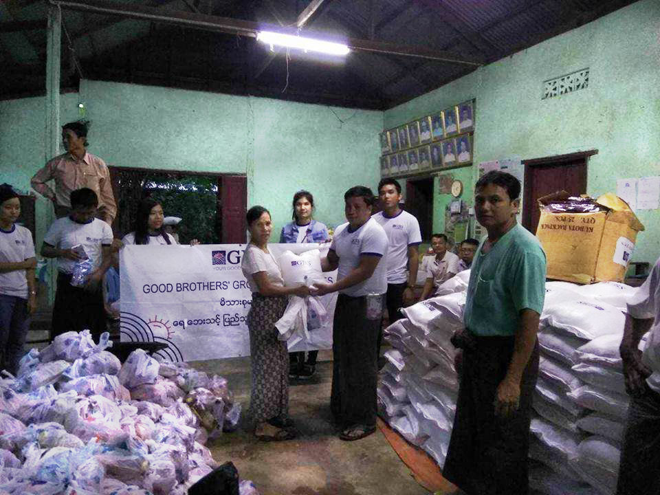 Donation to Flood Relief (Photo 12)