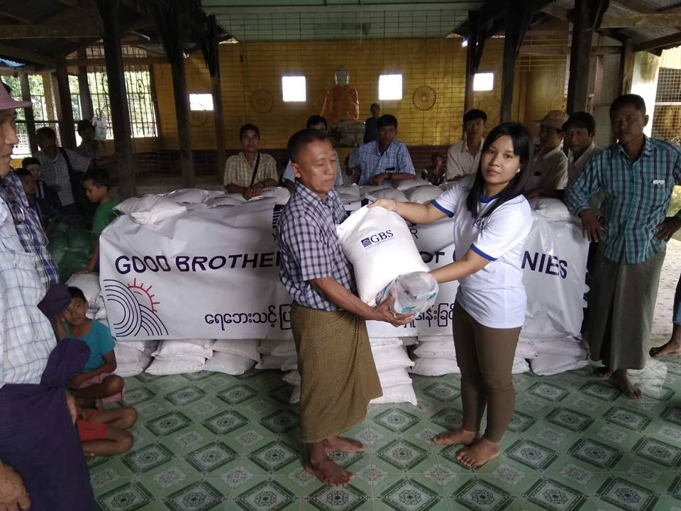 Donation to Flood Relief (Photo 3)